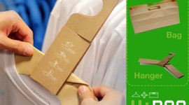 H+Bag ถุงช็อปปิ้งในรูปแบบไม้แขวนเสื้อ