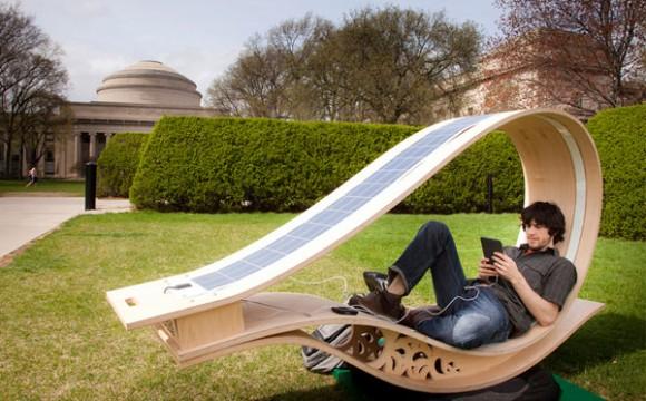 ชาร์ตแบตด้วยเก้าอี้พลังงานแสงอาทิตย์ Soft Rocker