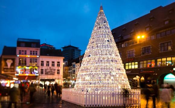 ต้นคริสต์มาสจากถ้วยจานเซรามิค